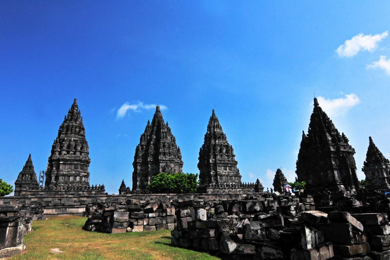 Fresh Morning Borobudur Prambanan Tour